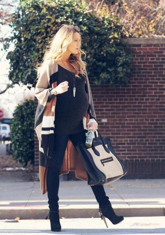 Chic Maternity Style. I hope I am this stylish and chic while pregnant. This is for inspiration a few years down the road. When I feel like it's impossible to be glam throughout pregnancy. #bump #prenatal Blake Lively