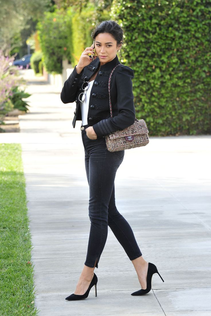 Shay Mitchell in tight skinnies and lovely pumps ...