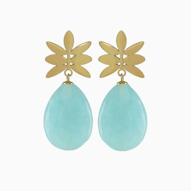 Dé trendkleur van het jaar is groen! Hierbij kan je deze muntkleurige oorbellen perfect combineren. De gouden oorsteker zorgt voor glans en steun. Combineer deze Mint Pineapple oorbellen met al je tops en jurkjes in tropische en zomerse prints!
