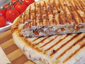 Sandwich-uri la tigaie cu preparate din carne ~ Bucatar maniac si prietenii