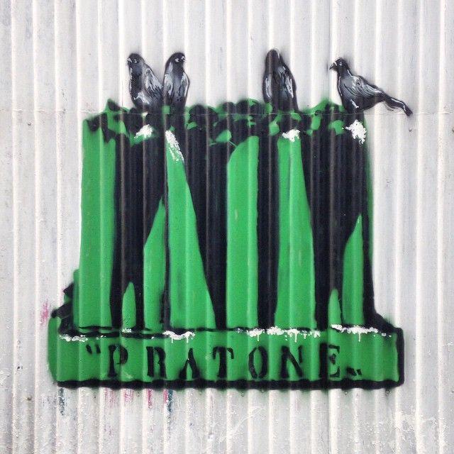 #pratone #gufram #cerettiderossirosso #loungechair #furniture #design #pigeons #graffiti #streetart #milandesignweek #mdw #venturalambrate #milan