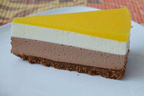 Cheesecake cu ciocolata si jeleu de mango