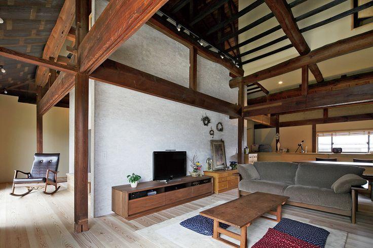 田舎の古民家暮らしに憧れ、購入したのは築100年以上の家。建築家、地元の工務店が力を合わせ、現代に住み良く生まれ変わらせた合作リノベーション。   text_S