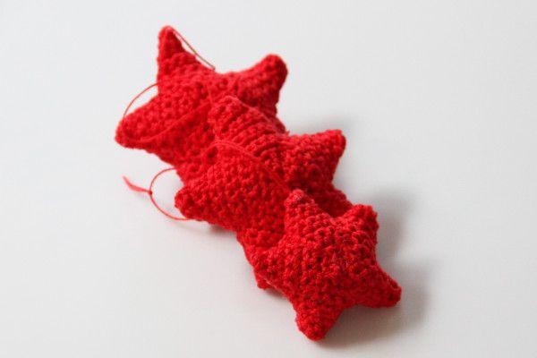 Návod na háčkované hvězdičky / ozdobičky na stromek | Christmas crochet stars ornaments tutorial: http://www.prosikulky.cz/navod-na-hackovane-hvezdicky-na-stromecek/