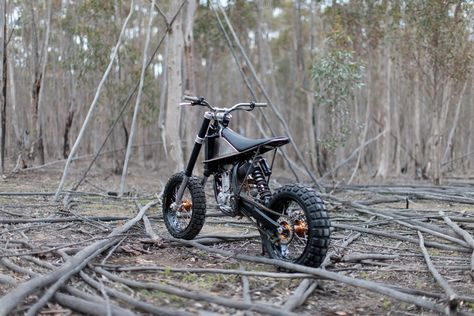 "The KTM ""HiRider"" by Nigel Petrie of Engineered to Slide started as a basket-case KTM 250 SX-F. As Nigel says: ""If you can't buy it, you must build it. We took a box of parts [...]"