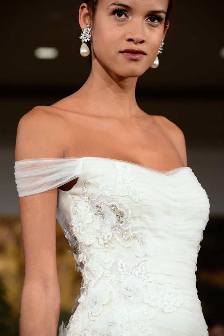 b2ap3_thumbnail_Off-the-shoulder-wedding-gown.jpg