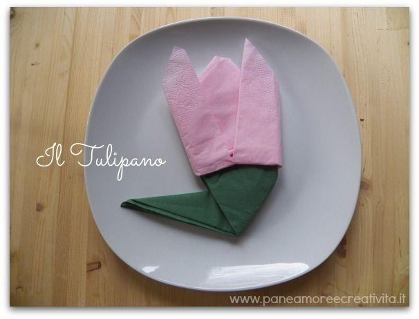 Idee per decorare la tavola: il tovagliolo piegato a tulipano