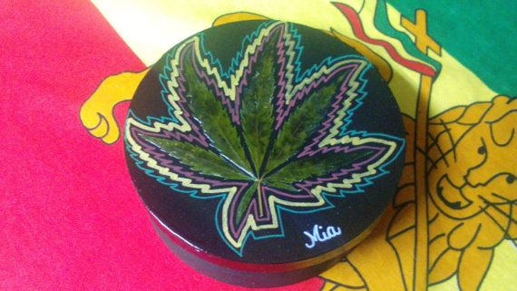 Cannabis stash box. Cannabis leaf box. by Miasdreadlockbeads