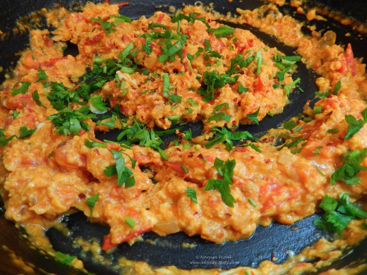 Spicy scrambled eggs by Ottolenghi.   Oua cremoase cu mirodenii.