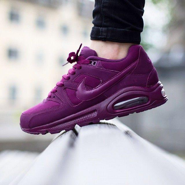 90'ların ikonik koşu ayakkabılarından esinlenilerek tasarlanan Nike Air Max Command ayakkabıları, Phylon orta taban ile birleştirdiği Max Air ünitesi sayesinde süper yastıklama sunarken, dayanıklı dış yüzey malzemesi ile günlük kullanımda konforunuzu arttırır.  Nike Air Max Command Kadın Mor Spor Ayakkabı (397690-555)  Ürün Fiyatı : 319,00 TL  Link Profilde >> @sporjinal  #sporjinal #NikeAirMax