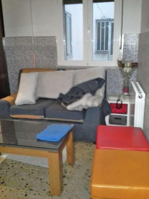 Alquiler de habitaci�n junto a la plaza del oeste, piso de cuatro dormitorios, un ba�o, con calefacci�n incluida en el precio.