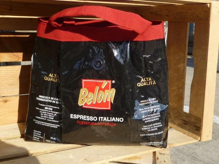 borsa con busta di caffè