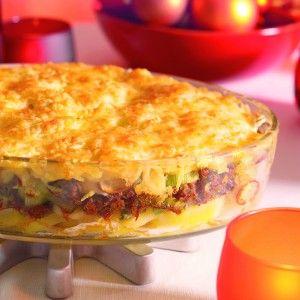 Ovenschotel met gehakt, prei en aardappel.
