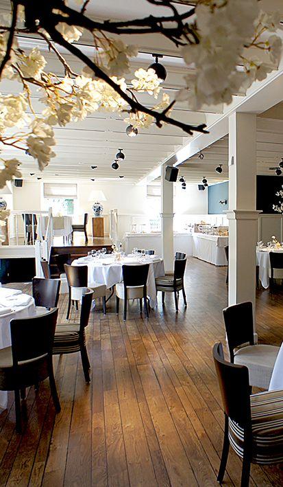 Gezellig tafelen tijdens jullie bruiloft. Alles klopt in de eigentijdse trouwzalen van Mereveld. Binnenkijken mag! #Mereveld Utrecht in TOP 5 populairste trouwlocaties van Nederland!