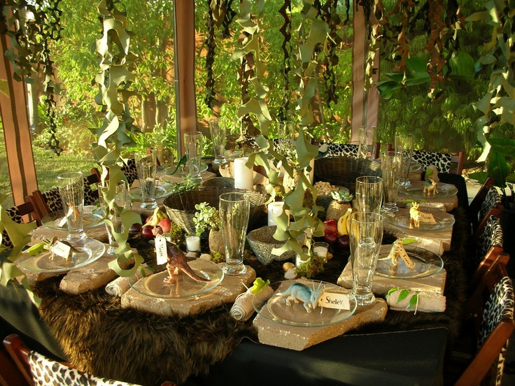Best ideas about caveman dino caveman theme and caveman party on pinterest caves nice and - Deco table jungle ...