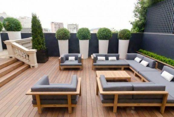 Le Patio Contemporain 17 Idees Pour Vous Inspirer Avec Images Patio Contemporain Patio Moderne Mobilier Jardin