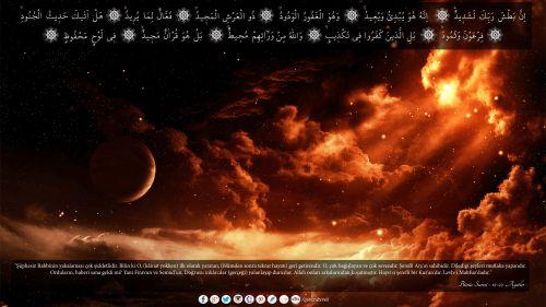 """""""Şüphesiz Rabbinin yakalaması çok şiddetlidir. Bilin ki O, (kâinat yokken) ilk olarak yaratan, (ölümden sonra tekrar hayatı) geri getirendir. O, çok bağışlayan ve çok sevendir. Şerefli Arş'ın sahibidir. Dilediği şeyleri mutlaka yapandır. Orduların, haberi sana geldi mi? Yani Firavun ve Semud'un. Doğrusu inkârcılar (gerçeği) yalanlayıp dururlar. Allah onları arkalarından kuşatmıştır. Hayır o şerefli bir Kur'an'dır. Levh-i Mahfuz'dadır.""""  Bürûc Suresi - 12-22. Ayetler Arası  #buruc, #burçlar"""