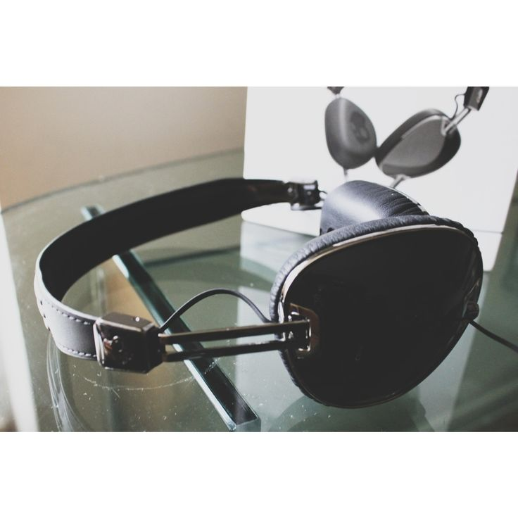 Love these bad boys! SkullCandy Navigators! Visit our website for full review... And guess what they also come in pink!!!