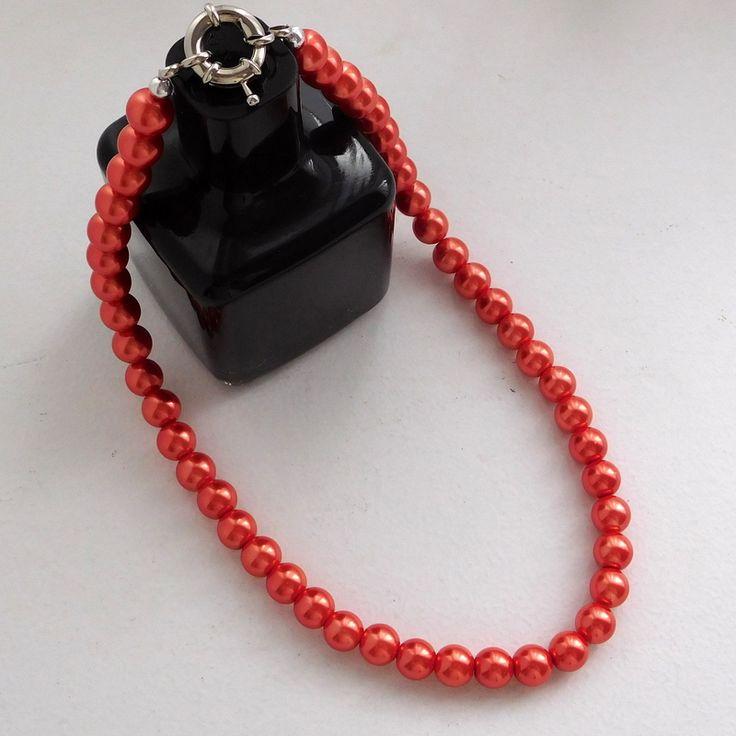 Alma mía by Josefina Muñoz Collar de perlas color coral con cierre marinero