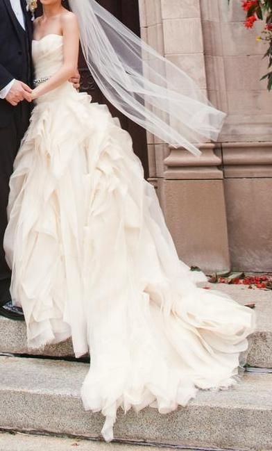 Stunning Used Wedding Dresses Buy u Sell Used Designer Wedding Gowns