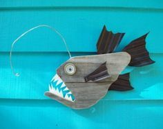 Beach Closed shark sign made of recycled fence di JohnBirdsong