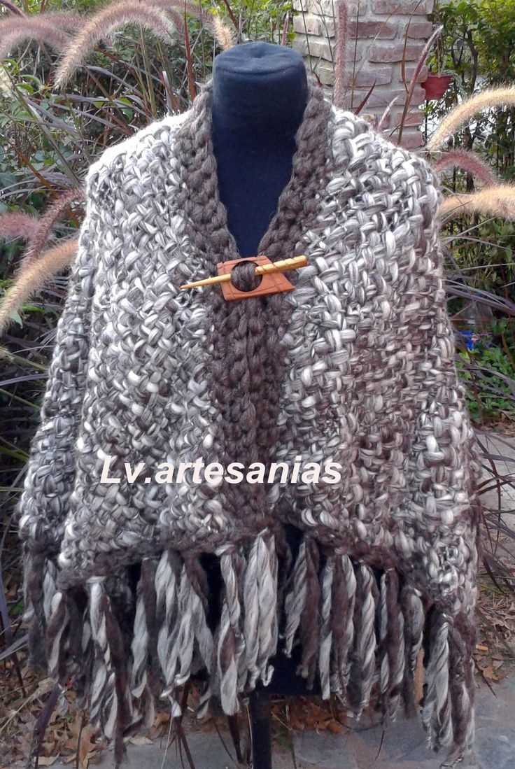 Ruana en pura lana realizada en telar