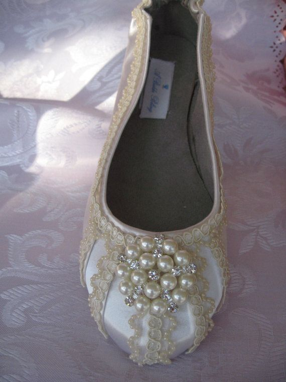 Wedding Shoes Ballet Flats Ivory or White Vintage Inspired Lace Pearls and Crystal Brooch Wedding Flats
