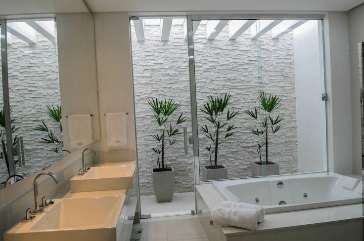 Residência AVS : Banheiros modernos por A/ZERO Arquitetura