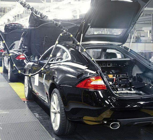 Polska walczy ze Słowacją o fabrykę Jaguara. Bo jesteśmy tańsi. http://tvn24bis.pl/tech-moto,80/polska-walczy-o-fabryke-jaguara-i-ma-lepsze-karty-od-przeciwnika,563687.html