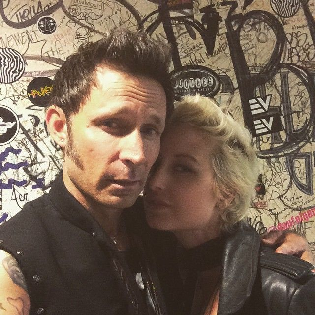 "28.5 mil curtidas, 267 comentários - Mike Dirnt (@mikedirnt) no Instagram: ""Back stage at Cleveland House Of Blues looked like a rad punk club!  @ScribbleMeDeadly!"""