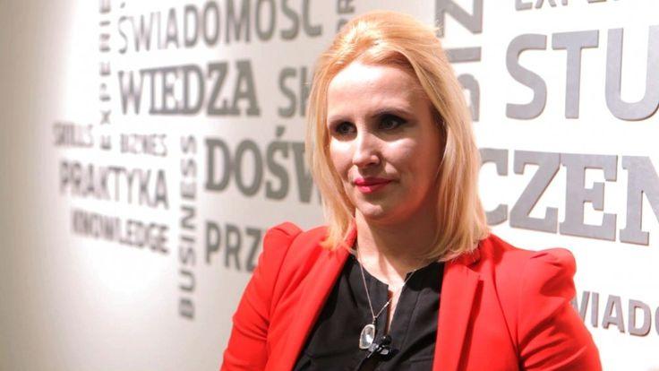 Kobiety zarabiają w Polsce średnio o 19 proc. mniej niż mężczyźni. Wciąż winne są stereotypy -   Statystyki pokazują, że luka płacowa wzarobkach kobiet imężczyzn sięga wPolsce blisko 20 proc. Dysproporcje wwynagrodzeniach są widoczne na wszystkich szczeblach kariery iniezależne od wielkości przedsiębiorstwa. Przyczyniają się do tego wybory odnoście wykształcen...] http://ifakty.pl/2017/01/25/kobiety-zarabiaja-w-polsce-sred