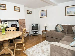 Holiday cottage within walking distance of the Durrell zoo