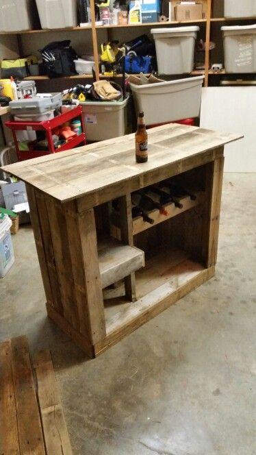 Pallet liquor cabinet diy pinterest liquor cabinet for Pallet wine bar