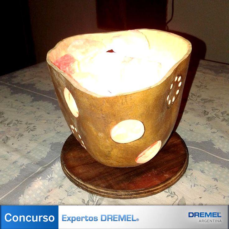 Materiales) Para realizar esta original Lámpara se utiliza cualquier minitorno Dremel, con el disco de corte EX544, el set de mechas de perforación 631 y tubos de lija de distinto grosor.