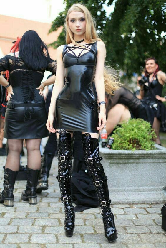 Gothic shemale outdoor