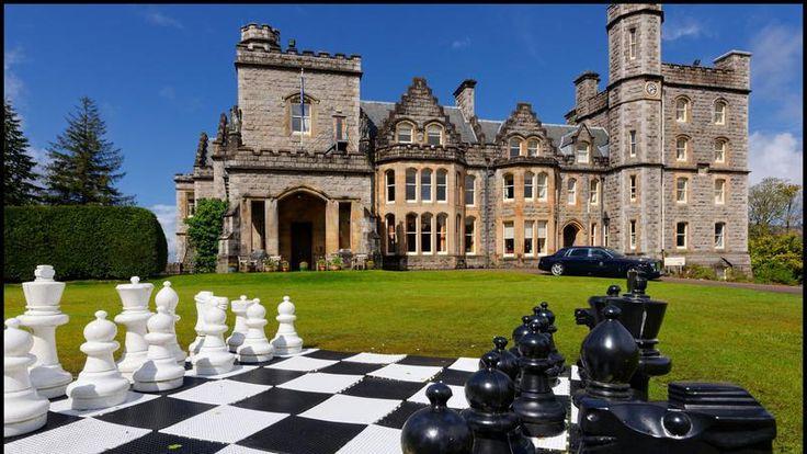 Écosse : Inverlochy Castle se niche au pied des collines du majestueux Ben Nevis, dans l'un des plus beaux paysages d'Ecosse.