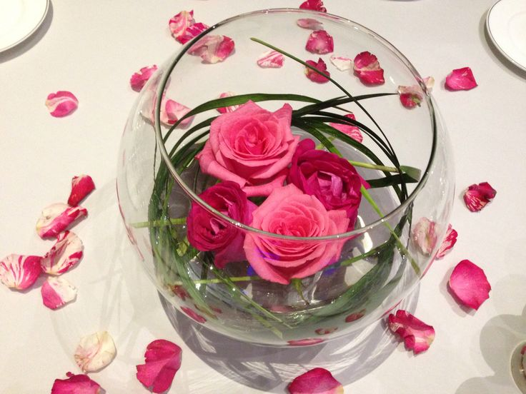 Roses and fish bowl centerpiece & 63 best fish bowls images on Pinterest | Centerpieces Flower ...