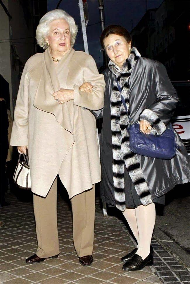 Infanta Pilar of Spain, Duchess of Badajoz with her younger sister Infanta Margarita of Spain, Duchess of Soria.