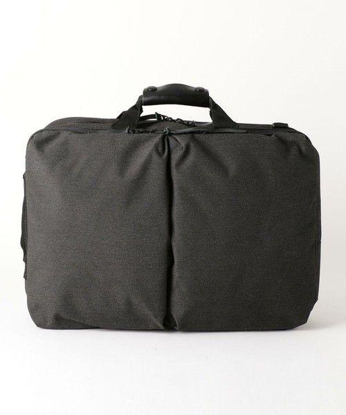 --BEAUTY&YOUTH | BY 3WAY ブリーフバッグ-- 書類はもちろん、ラップトップやタブレットの収納にも適した2ルームデザインのベーシックなブリーフケース。小物を整理するのに重宝するポケットを随所にレイアウトしました。ショルダーバッグやバックパックのようにも携行できる3WAY仕様となっています。店舗へお問い合わせの際は、全国のBEAUTY & YOUTH 各店舗まで下記の品名/品番をお申し付け下さい。品名:BST MELANGE 3WAY BRIEF/B 品番:1432-699-4490