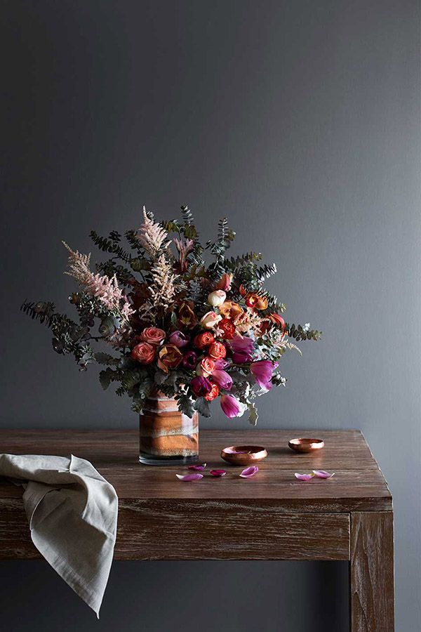 Fiori su tavolo di legno. Flowers on a wooden table. Styling: Ruth Welsby #vemlegno