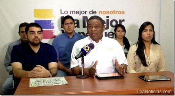 """Voluntad Popular rechaza """"Paquetazo Rojo"""" anunciado por el gobierno nacional - http://www.leanoticias.com/2013/02/09/voluntad-popular-rechaza-paquetazo-rojo-anunciado-por-el-gobierno-nacional/"""