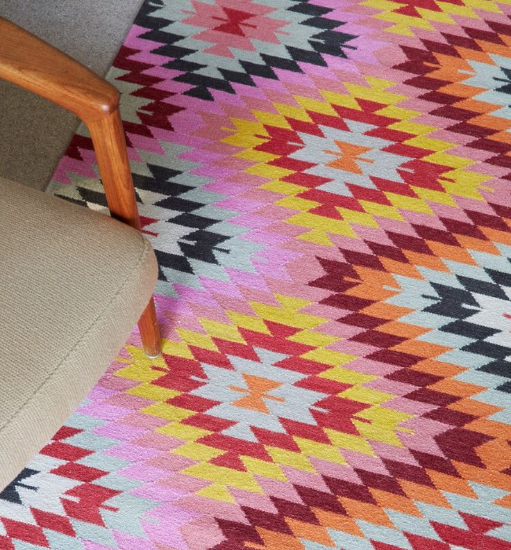 As bright as bright can be! Our Caravan Peony rug from the Latitude Collection certainly uplifts the spirit   armadillo-co.com