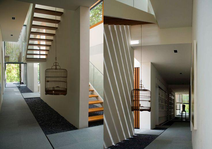 Nassim Road House | Bedmar & Shi - door + hallway
