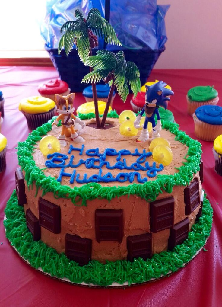 Sonic the Hedgehog birthday cake! So cute!