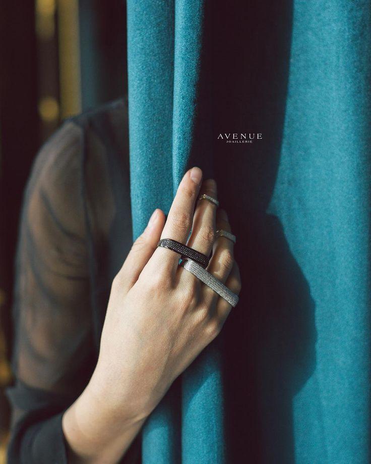 Если Вы предпочитаете экстравагантный стиль то Вам обязательно понравятся кольца на два или три пальца а также кольца-миди (фаланговые кольца) отражающие последние дизайнерские веяния в стиле Glam Rock от известного бельгийского бренда #AS29!  Кольцо на три пальца из серебра покрытое черным родием Кольцо на два пальца из серебра покрытое белым родием Фаланговые кольца из серебра покрытое белым родием  #jewellery #ring #diamonds #beauty #women #avenuevsco #vscogood #vscobaku #vscocam…
