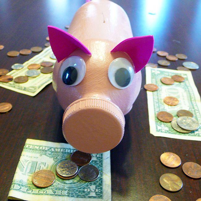 Recycled craft piggy bank kid blogger network for Piggy bank ideas diy