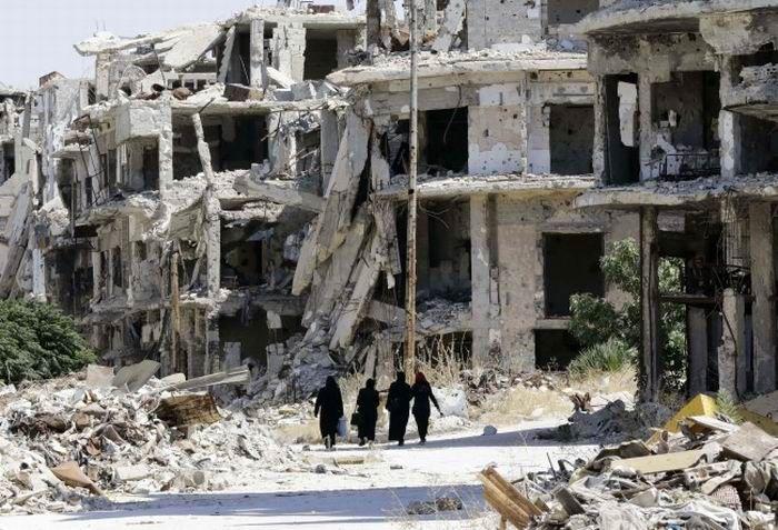 WinNetNews.com - Sebuah masjid di desa yang dikuasai pemberontak, al-Jina, dekat Aleppo, Suriah digempur serangan udara. Serangan menewaskan sekitar 42 orang serta melukai puluhan lainnya.Dilansir dari Reuters, Syrian Observatory for Human Rights mengatakan serangan terjadi pada Kamis 16 Maret. Lembaga
