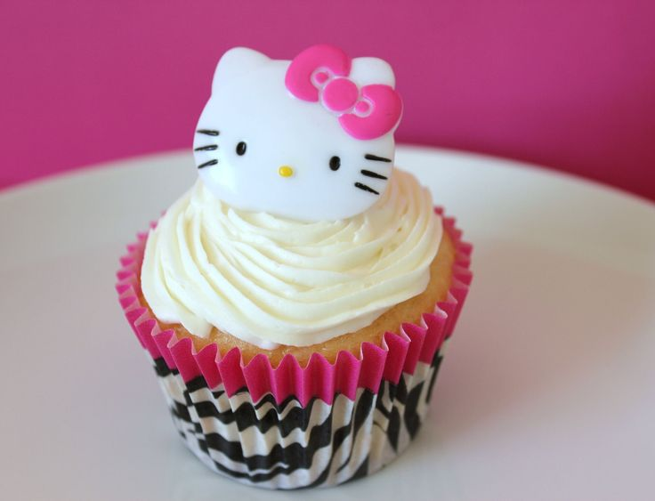 hello kitty cakes and cupcakes