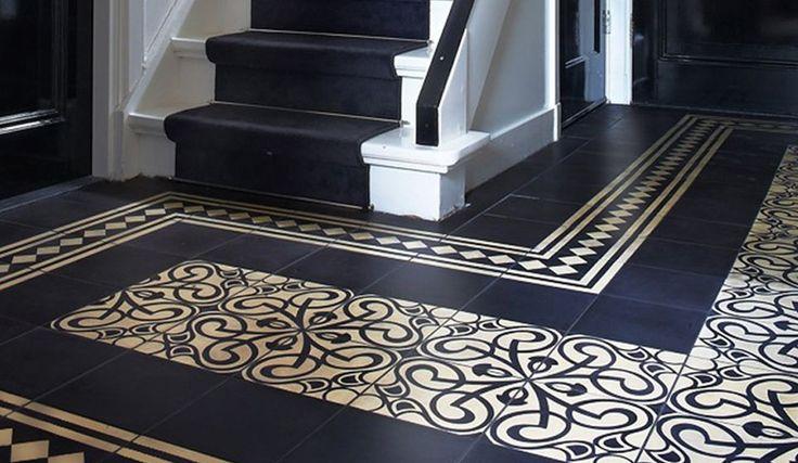 Klassieke hal tegels met patroon.