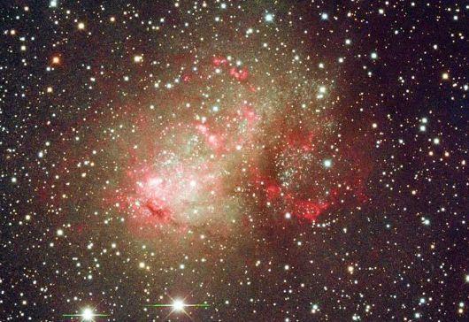 NGC 4789A, yaklaşık 14 milyon ışık yılı uzaklıkta küçük bir galaksi, NASA / ESA Hubble Uzay Teleskobu, bu görüntüyü yakalamış durumda